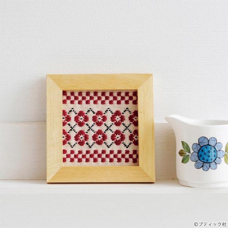 北欧風「花のフレーム飾り」の作り方(こぎん刺し)