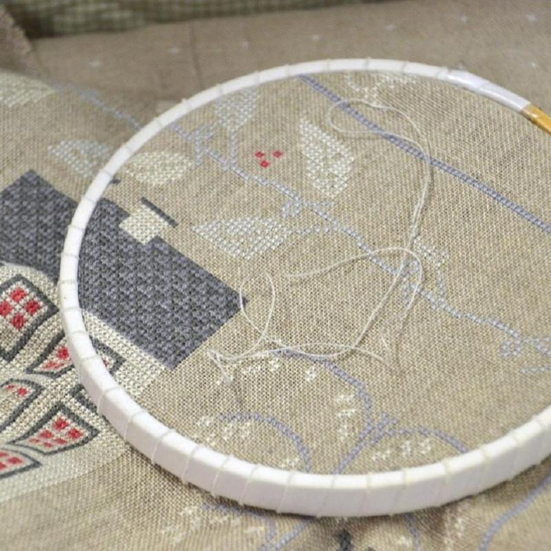 刺しゅうの基礎「図案の写し方、布端の始末や枠の使い方」について