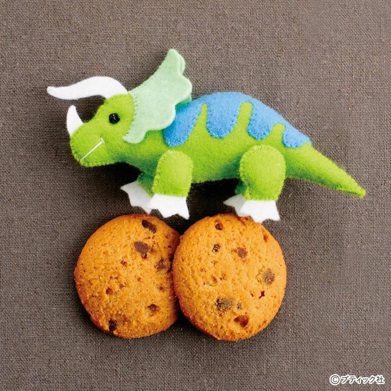 恐竜のフェルトマスコット「トリケラトプス」作り方