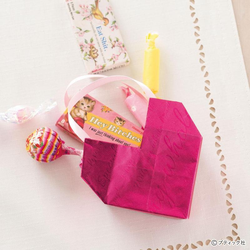 プレゼントにもぴったり!折り紙の「立体的なハートケース」作り方