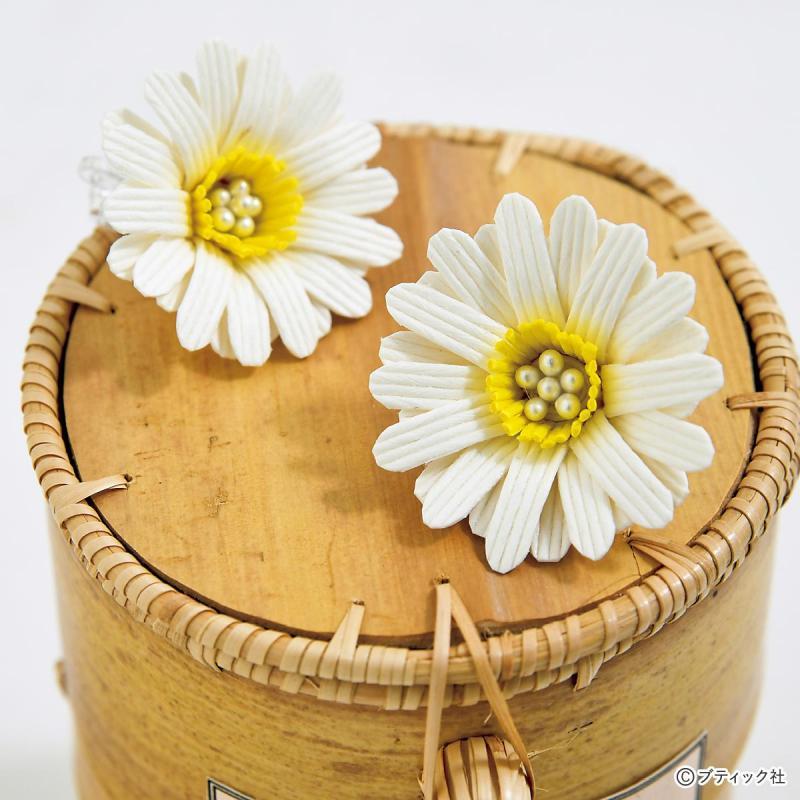 紙バンドの「ガーベラの花のイヤリング」作り方