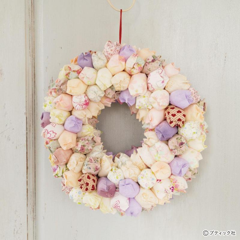 ふっくらかわいい「パッチワークの花のリース」作り方