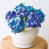花束でプレゼント♪折り紙で作る立体的な青いバラの折り方