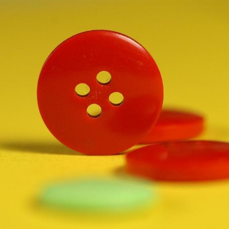 ソーイング(お裁縫)の基礎「ボタン穴の大きさ、位置決め、つけ方など」について